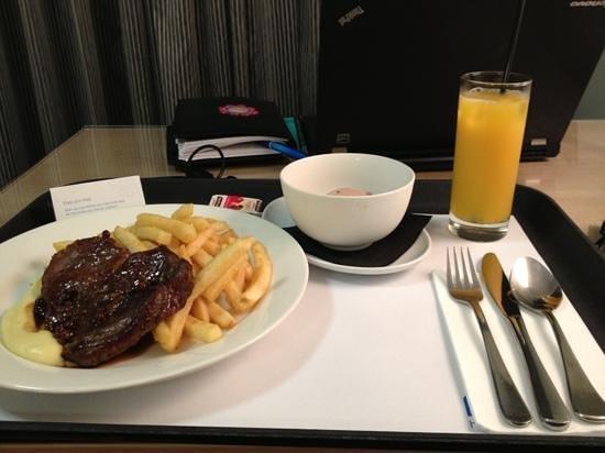 Mantra Bunbury Hotel: dinner in room