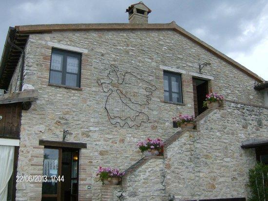 Agriturismo La Casella : Caseggiato principale col ristorante
