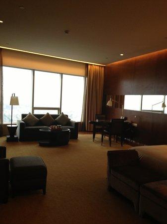 HJ International Hotel: Big room