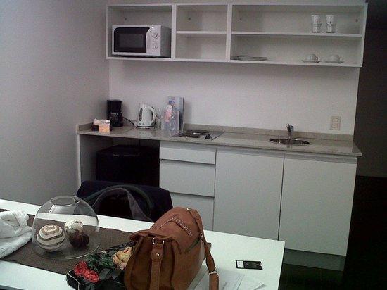 Awwa Suites & Spa: Todas las habitaciones tienen un sector de refrigerios/ tipo apart hotel