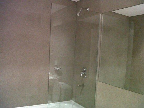 Awwa Suites & Spa: Baño - generosas dimensiones