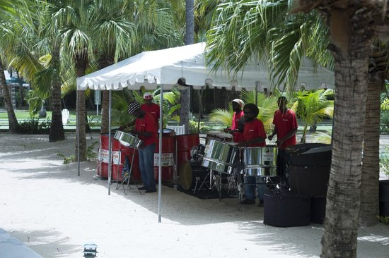 Curtain Bluff Resort: steel band entertainment for bbq lunch