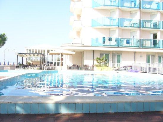 Hotel La Bussola: La piscina