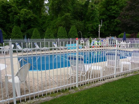 Sesuit Harbor House: Swimming pool, safely fenced off