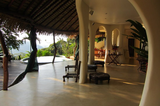 Las Nubes Natural Energy Resort: main house