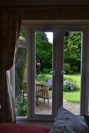 Whitegates Guest House: Stanza sul retro