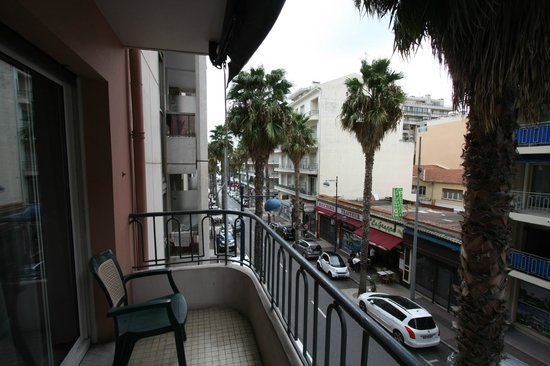 Best Western Astoria : Вид с балкона, слева - море
