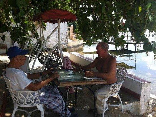 Casa de Maria Antonia y Napoli: Grandpa playing domino with friend