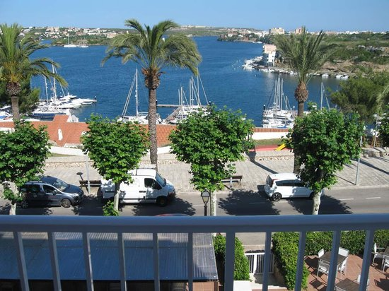 Hotel Port Mahon: View from 2nd floor balcony