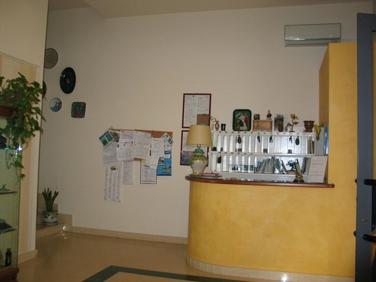 Hotel  De Rosa: Reception