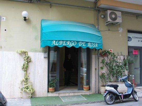Hotel  De Rosa: Entrata principale