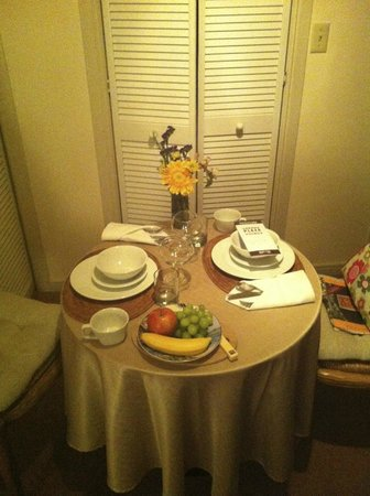 The Cottage Inn & Spa: Breakfast in our room