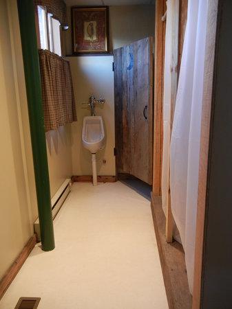 Brewstel : Back Bathroom