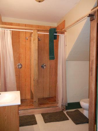 Brewstel : Front Bathroom