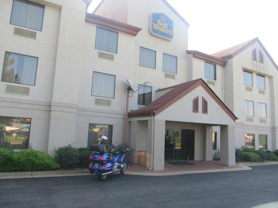 BEST WESTERN Commerce Inn: Front entrance to Best Western