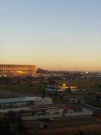 Allia Gran Hotel Brasilia Suites: Vista da sacada do hotel (quarto 805) com zoom
