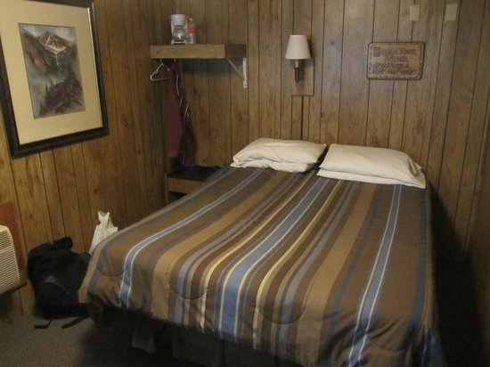 Ms. Kitty's Country Inn: Queen room