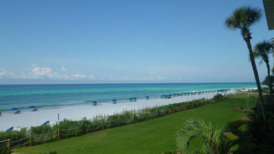 Huntington By The Sea : Beach View from Room/balcony