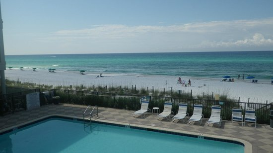 Huntington By The Sea: Pool View from Room/balcony