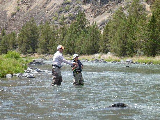 Fly fishing on the crooked river picture of rivers bend for Free fishing weekend oregon