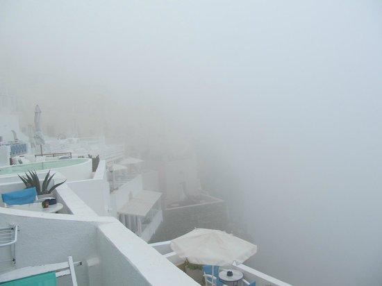 Irini's Villas Resort: Fog!