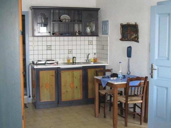 Irini's Villas Resort: Kitchenette