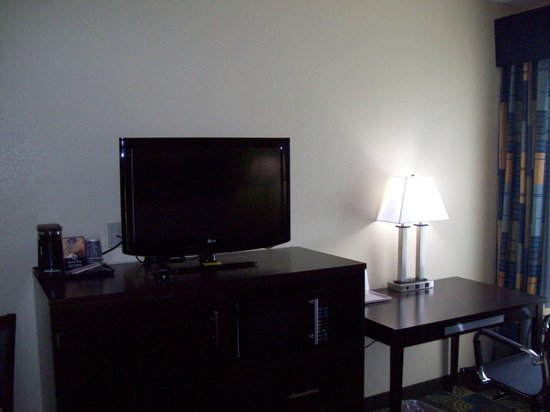 Days Inn & Suites Glenmont/albany: Double Queen TV side