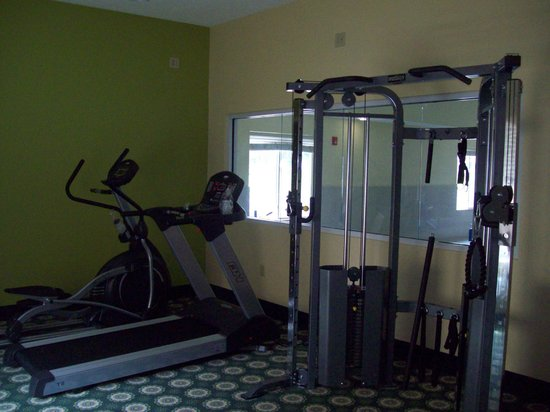 Days Inn & Suites Glenmont/albany: Fitness room