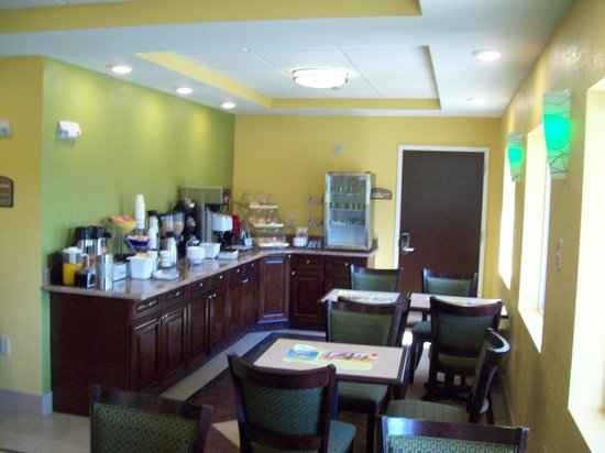 Days Inn & Suites Glenmont/albany: Our Breakfast area