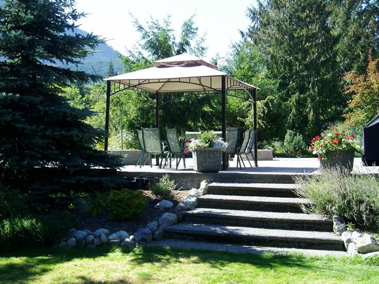 Cowichan River Wilderness Lodge : grounds