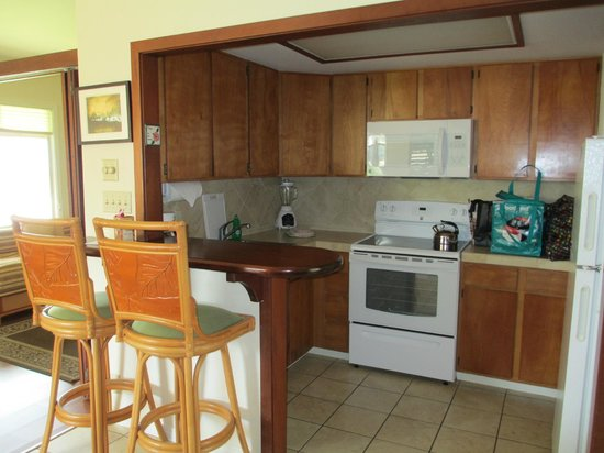 Hanalei Colony Resort: kitchen