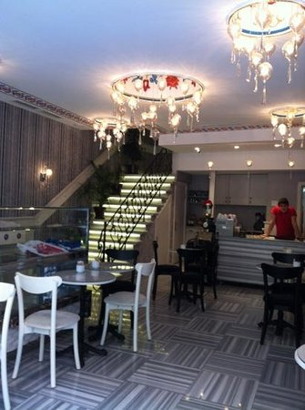 Nea Suites Old City: hall caffetteria