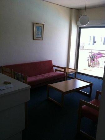 Sofianna Hotel Apartments : Salon appartement 1 chambre