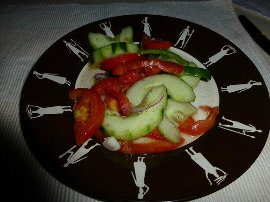 Afrikan Sunstar Resort: Plato de comida muy bien presentado y servido en mesa