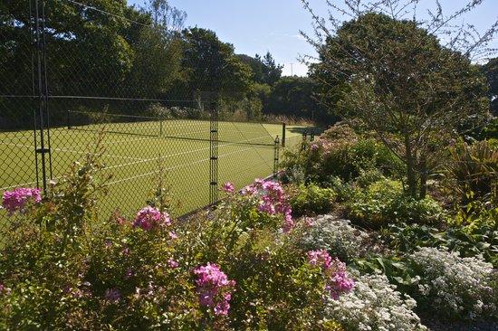 Hillfield Village: Tennis Court