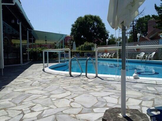 Maltezos Hotel: piscina