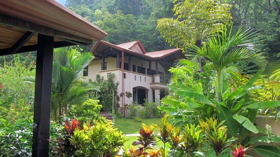 Mareas Villas: We spent a lot of time hiking the area, water falls and tropical jungle.