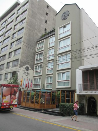 La Paz Apart Hotel : Front of Hotel