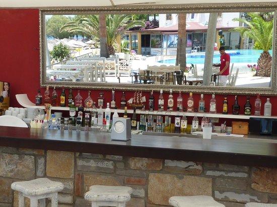 Onderhan Beach Club: bar