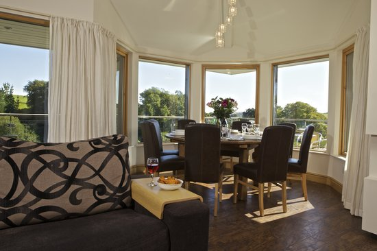 Hillfield Village: Vantage Point Lounge/Dining area