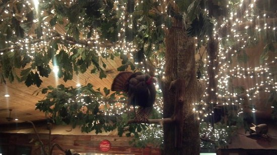 Berry's Seafood and Catfish House: Tree with Turkey
