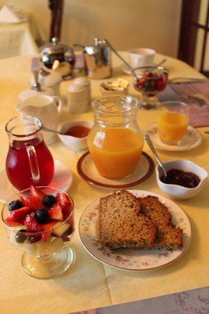 Ken-Mar House: Wonderful breakfasts every day with fresh fruit and juice