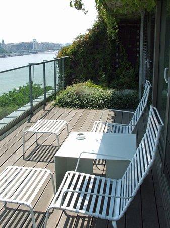 Lanchid 19 Hotel: Terrace