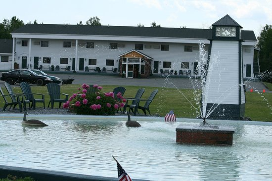 Vacationland Inn: Updates to the fountain area!
