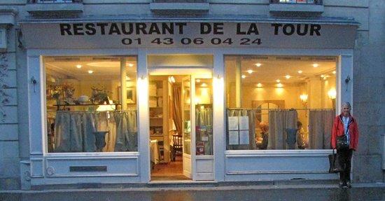 Restaurant de la Tour: In a quiet area near the Eiffel Tower