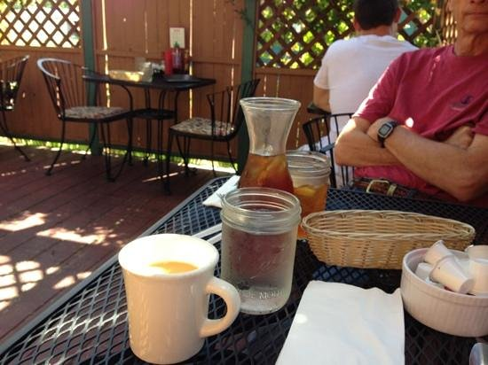 The Garnet Cafe: shaded patio and lots of refills