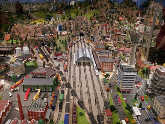 Osoyoos Desert Model Railroad: One small section of the display