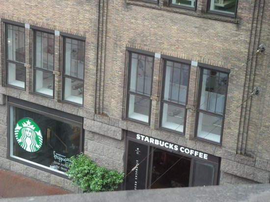 City Hotel Rembrandt Square: starbucks en face !