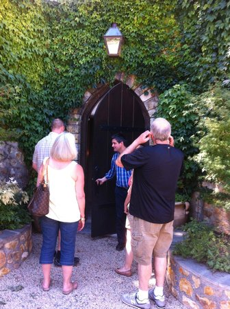 Jewels Wine Drivers - Tours : Entering the winery's private tasting room.