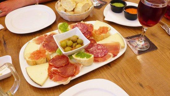 El Pincho: platter for 2